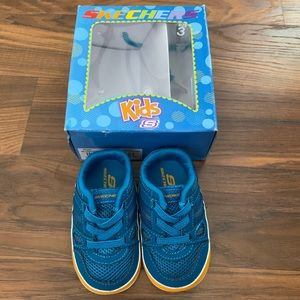 New infant boy Skechers shoes size 3 crawlers